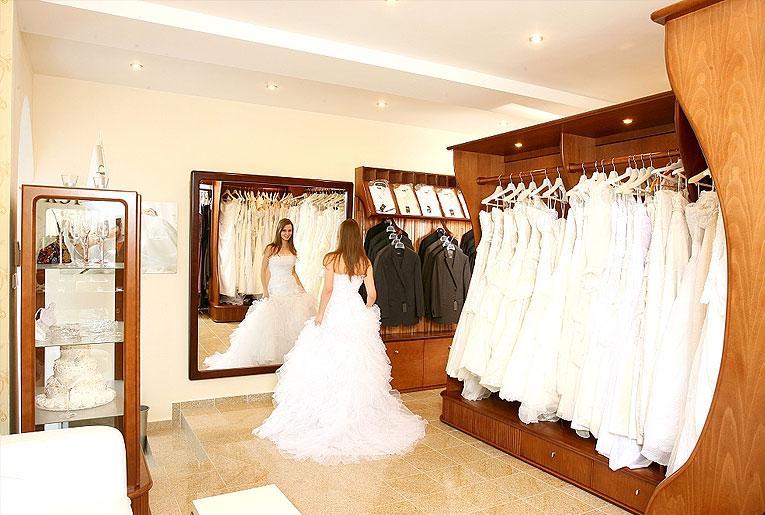 ... Interiér svadobný salón ... 02bbf45624